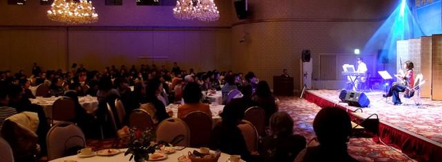 女性の会「はなはな会」を開催。全員で「野に咲く花のように」を合唱しました。