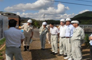 土木建築委員会で、昨年7月の豪雨災害被災地を重点的に視察しました。9.12-13