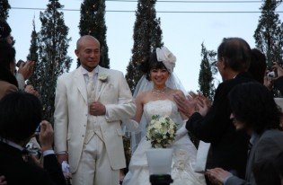 卒塾生同士の結婚式、まるで同窓会でした。私と妻は「育て親」の一人ですね。